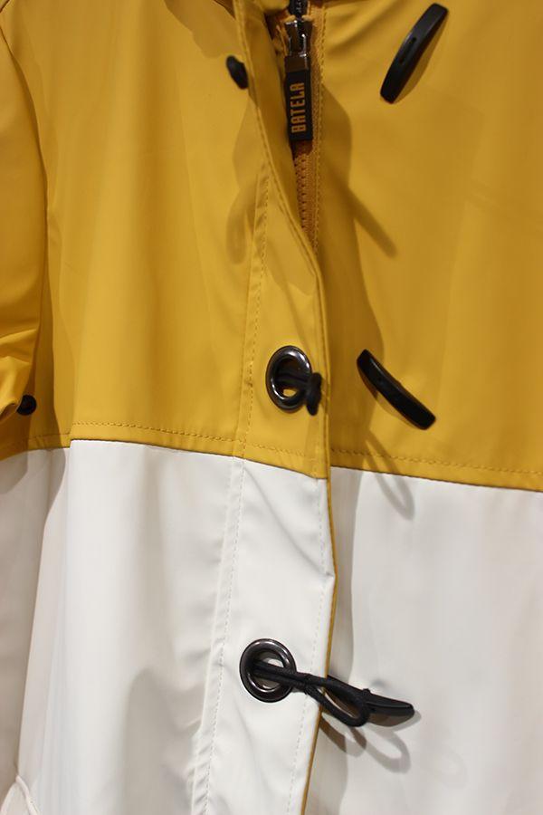impermeable nautico mujer batela blanco y amarilo 3047 detalle