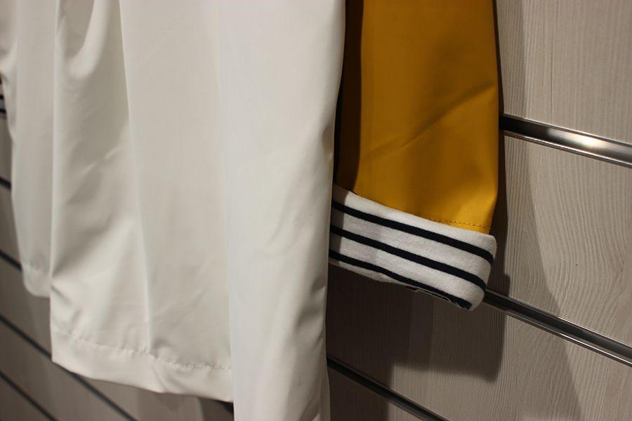 impermeable nautico mujer batela blanco y amarilo 3047 manga